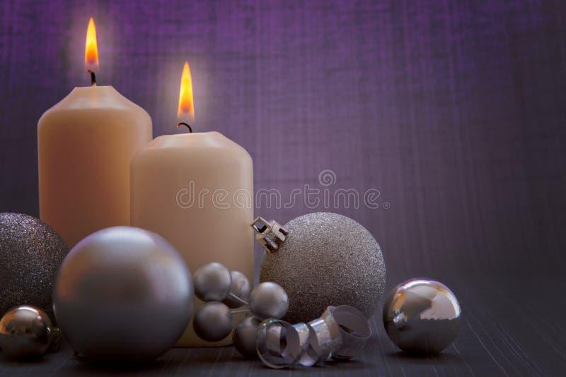 Dos velas del advenimiento. foto de archivo