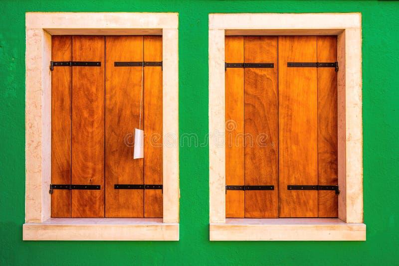 Dos ventanas de madera foto de archivo libre de regalías