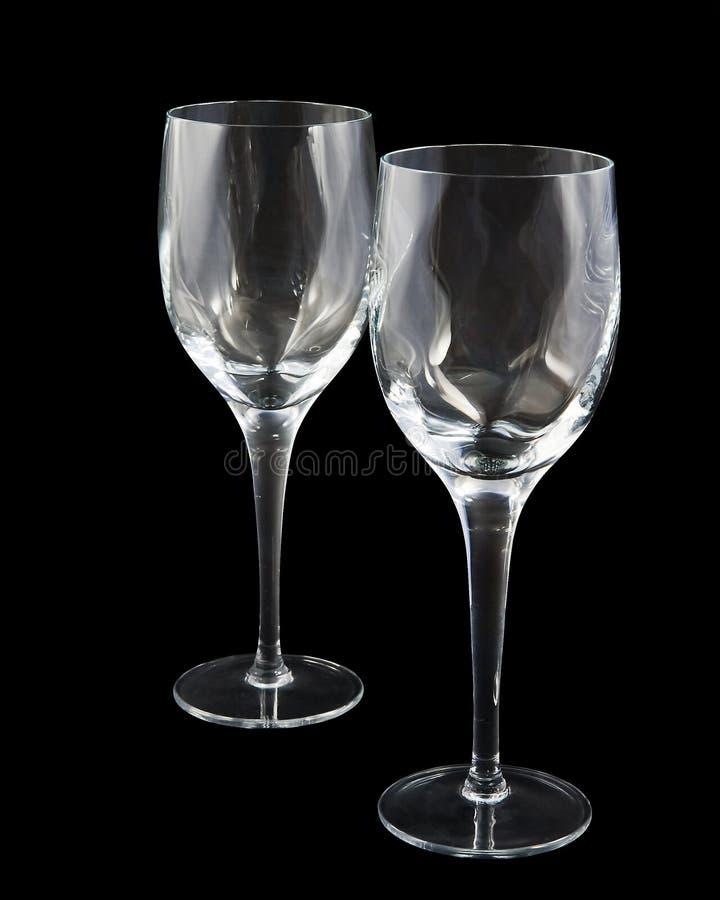 Dos vidrios de vino cristalinos en fondo oscuro, con fotografía de archivo libre de regalías
