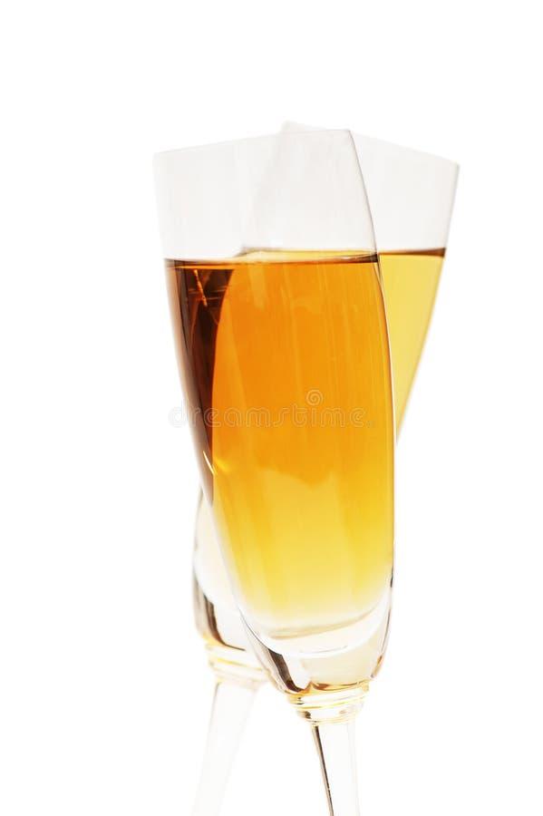 Dos vidrios de vino en el blanco fotos de archivo libres de regalías