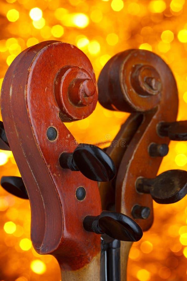 Dos volutas del violín del vintage en fondo del bokeh fotografía de archivo libre de regalías