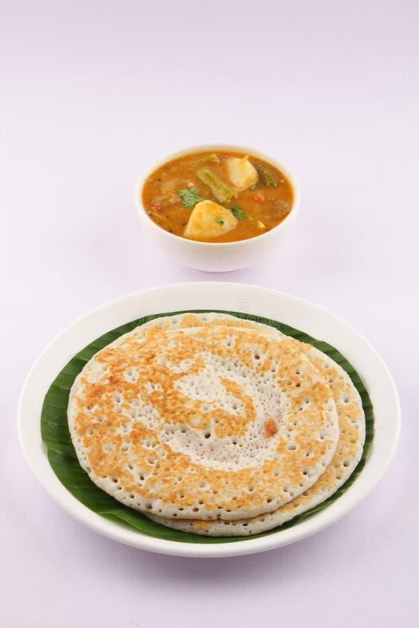 Dosa en sambar - Indisch traditioneel ontbijt stock afbeelding