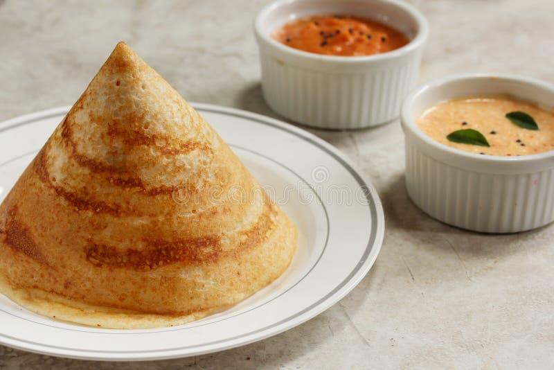 Dosa med chutney, södra indisk frukost royaltyfri bild