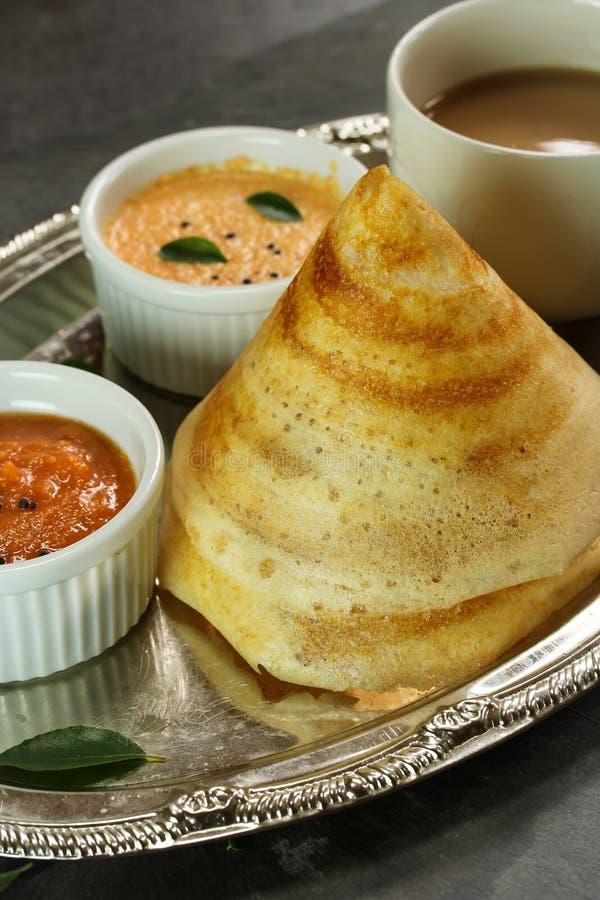 Dosa med sambaren och chutney, södra indisk frukost royaltyfria foton