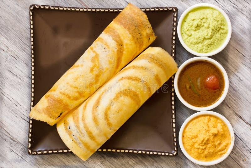 Dosa med sambaren och chutney, södra indisk frukost arkivbild