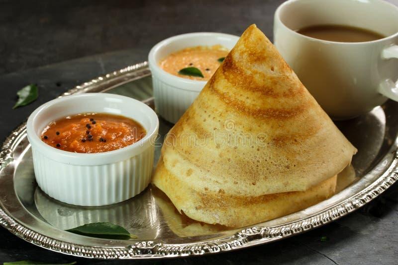 Dosa med sambaren och chutney, södra indisk frukost arkivfoton
