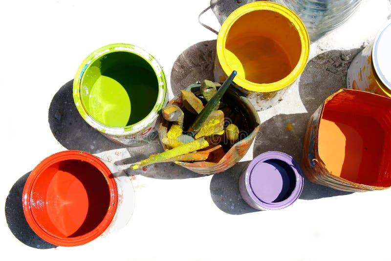 Dosen mit Farben lizenzfreie stockfotografie