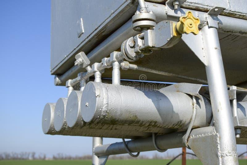 Doseringenhet och behållare med metylalkohol Extra utrustning för fossila bränslenbrunnar royaltyfri fotografi