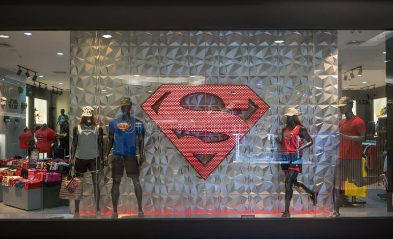 DOSH-de winkel bij Maniereiland, Bangkok, Thailand, brengt 22, 2018 in de war stock afbeelding
