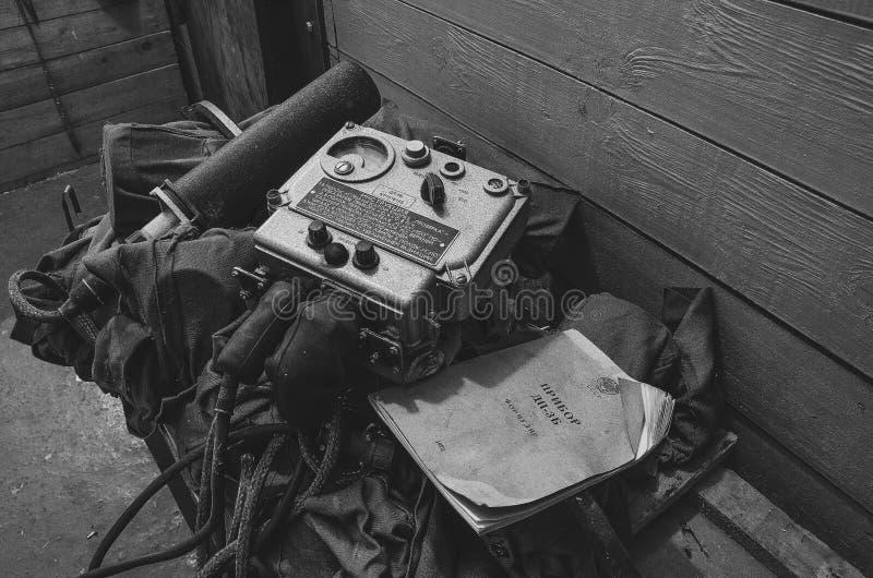 Dosimetro in un rifugio antiaereo abbandonato fotografie stock libere da diritti