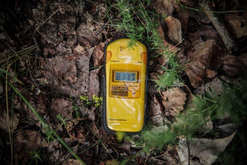 Dosismeter die hoge niveaus van straling tonen stock fotografie