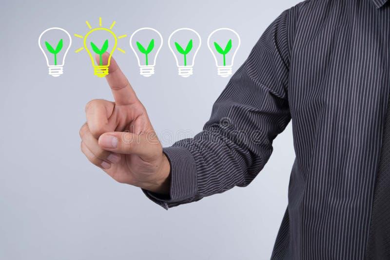 Doskonały Pomysł i twórczości pojęcie, biznesmena dotyka ekranu ikona zdjęcie royalty free