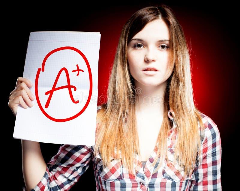 Doskonalić szkolnego stopnia A plus egzamin i dumna dziewczyna ilustracja wektor