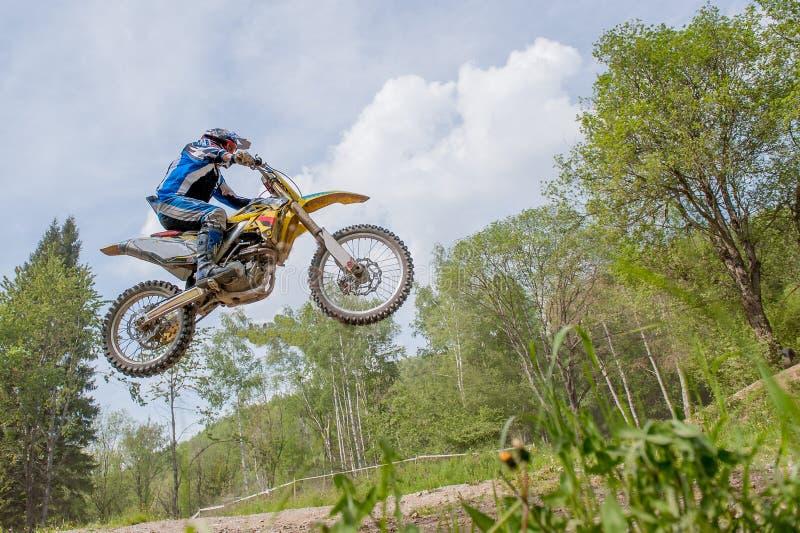Dossena l'Italia maggio 2016: circuito di motocross fotografie stock libere da diritti