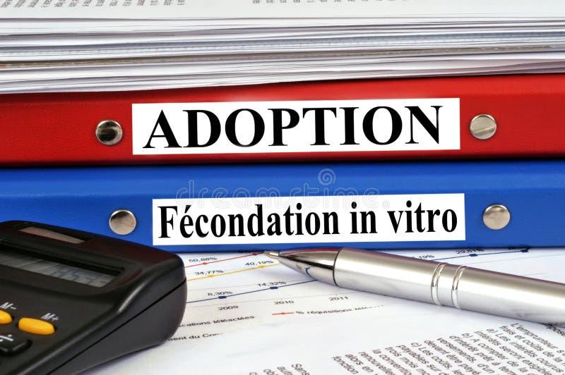 Dossier francesi per adozione e fecondazione in vitro illustrazione vettoriale