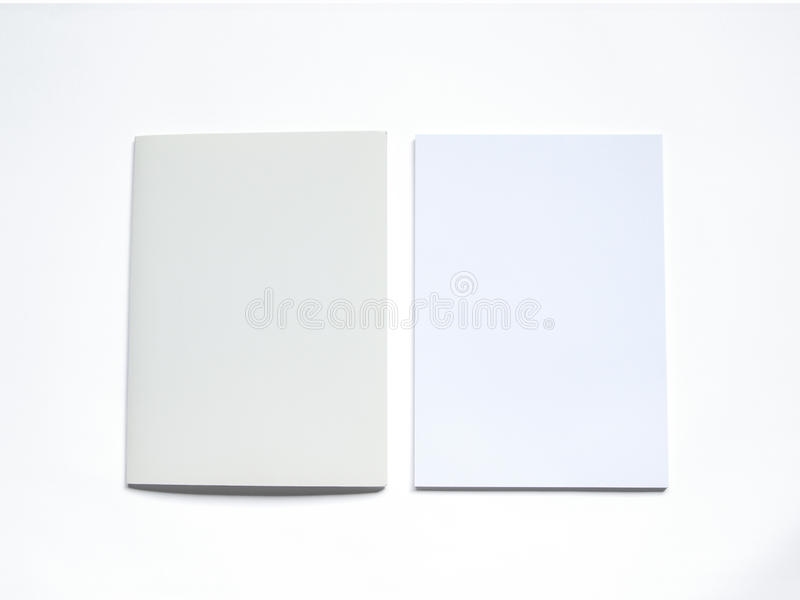 Dossier vide avec le document sur le blanc illustration stock