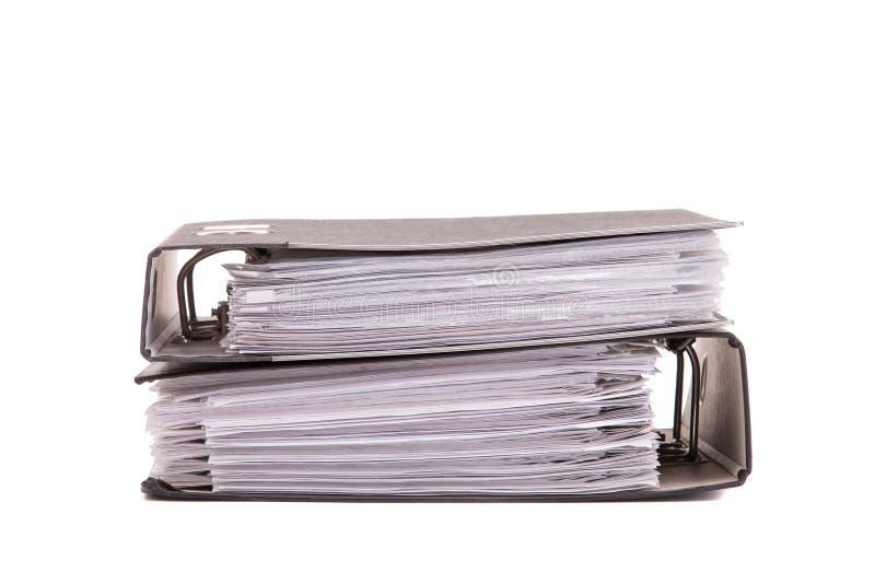 Dossiers avec des documents sur le fond blanc image libre de droits