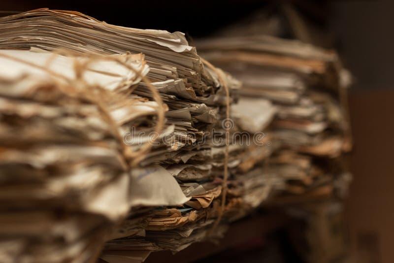 Dossiers dans la chambre d'archives photo libre de droits
