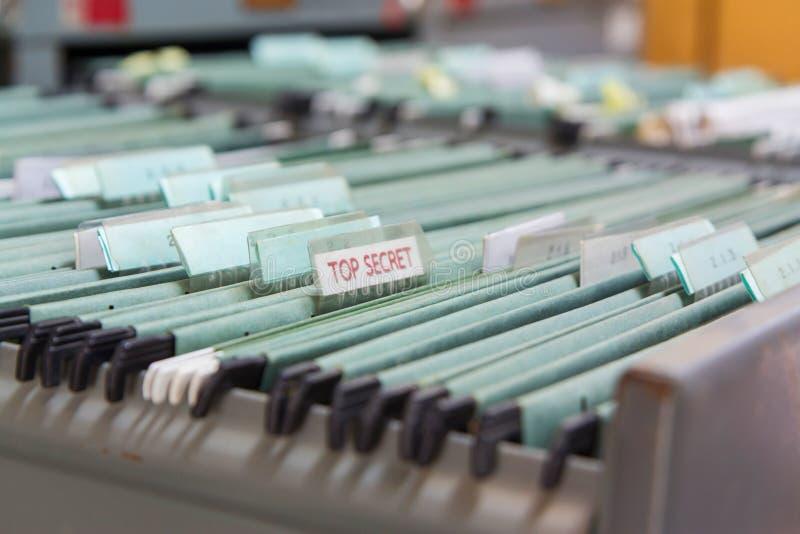 Dossiers dans un meuble d'archivage photo libre de droits