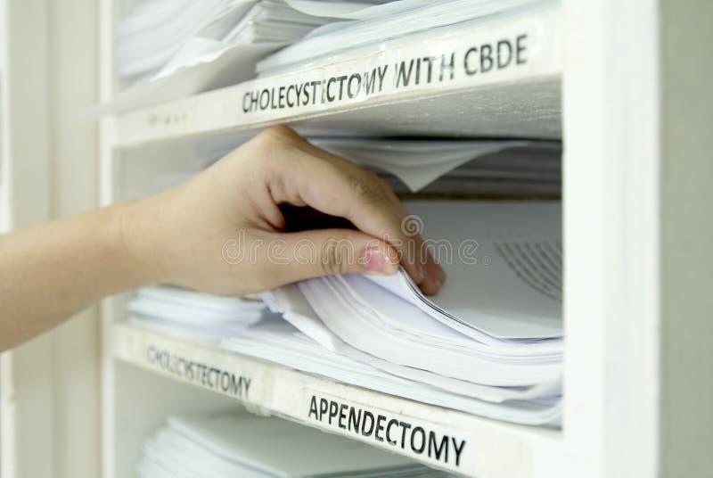 Dossiers et documents de chirurgie images libres de droits