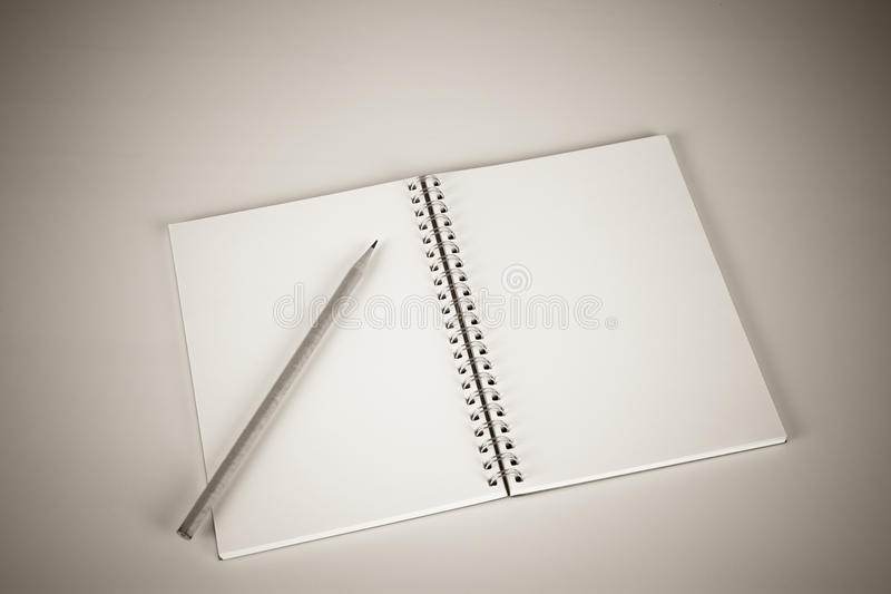 dostępne notatnik ilustracyjny ołówek zdjęcie stock