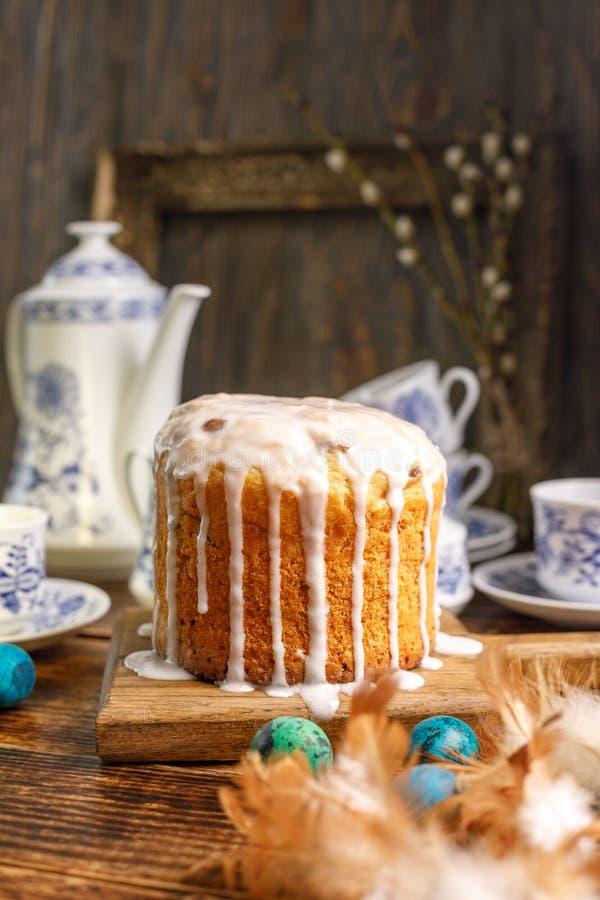 dostępny karciany Easter eps kartoteki powitanie Herbata w wiosce dla wielkanocy Domowy wielkanoc tort i malujący jajka dla wakac obrazy stock