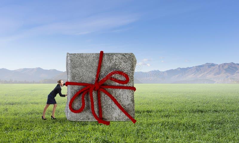 Dostaje twój prezent Mieszani środki zdjęcia stock