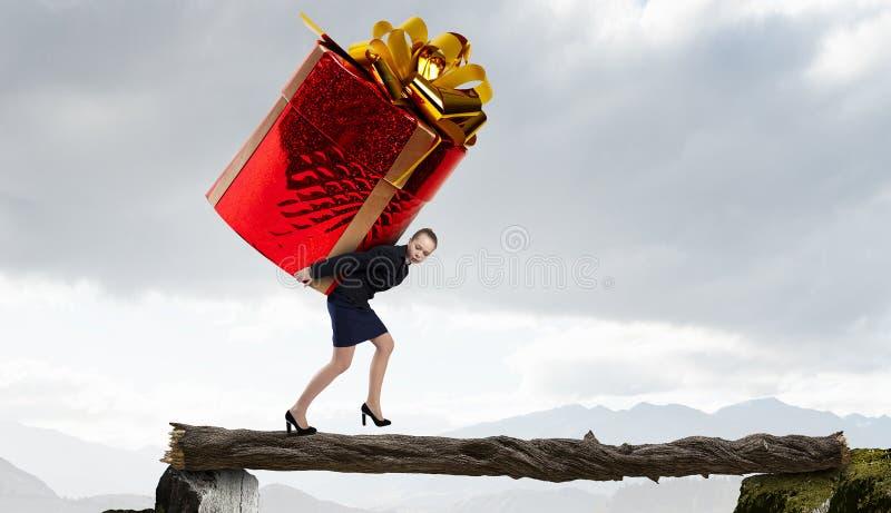 Dostawać prezent lub premię Mieszani środki fotografia stock