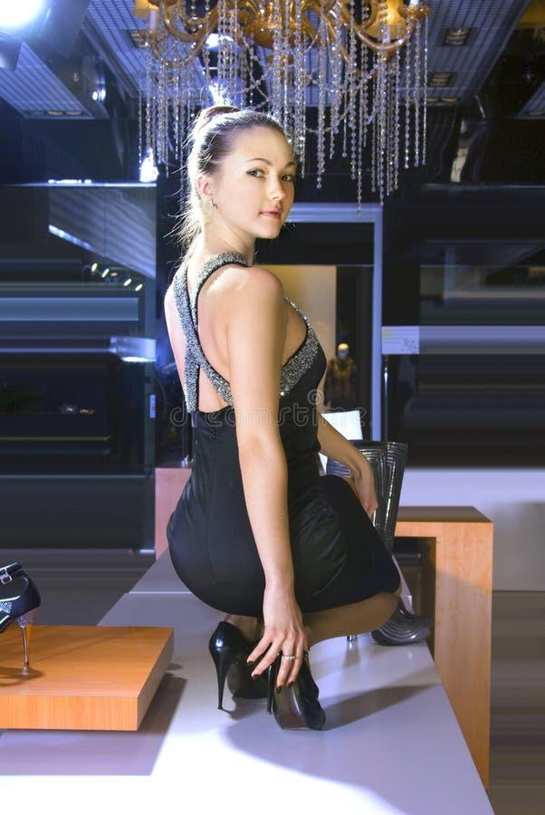 dostosowywa but nowej kobiety fotografia royalty free