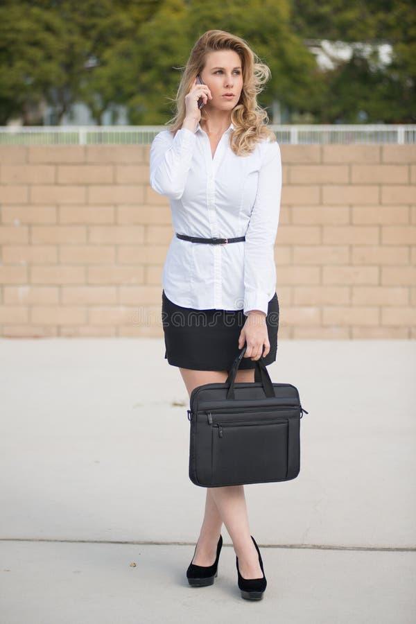 Dosyć atrakcyjna blond caucasian biznesowa kobieta obrazy stock