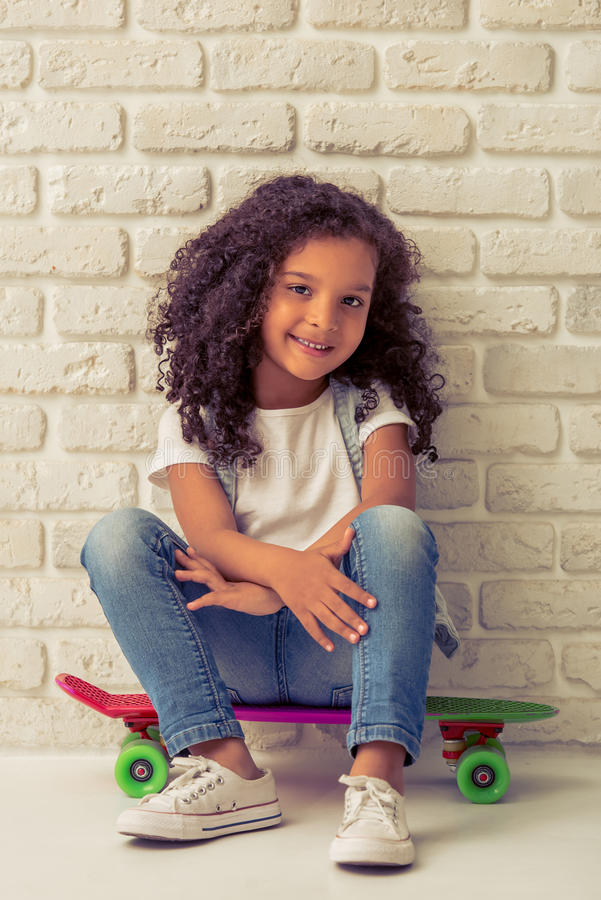 Dosyć mała Afro amerykanina dziewczyna obrazy royalty free