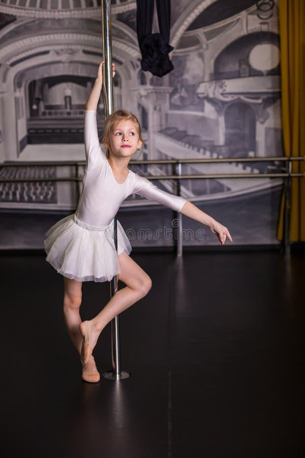Dosyć mały tancerz obrazy royalty free