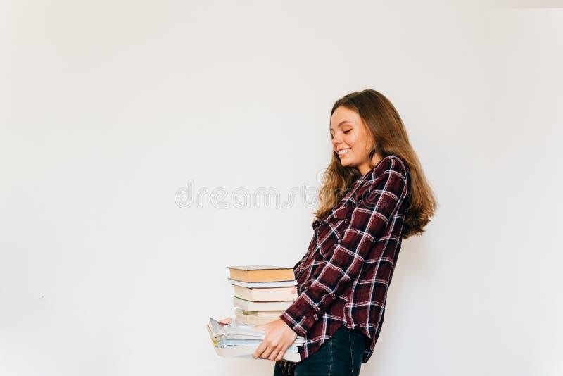 Dosyć nastoletni pozłota uczeń szkoła lub szkoła wyższa z stertą książki edukacja zdjęcie stock