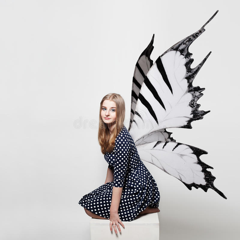 Dosyć Nastoletnia dziewczyna z Motylimi skrzydłami obraz stock