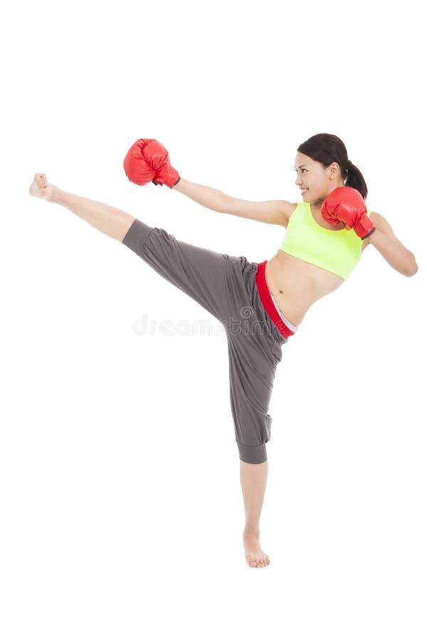 Dosyć sporty kobieta kopie i uderza pięścią obrazy stock