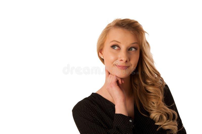 Dosyć zadumanej caucasian blondynki biznesowa kobieta patrzeje w kopię obraz stock