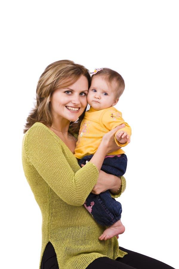 dotter som omfamnar den lyckliga modern för familj royaltyfria bilder