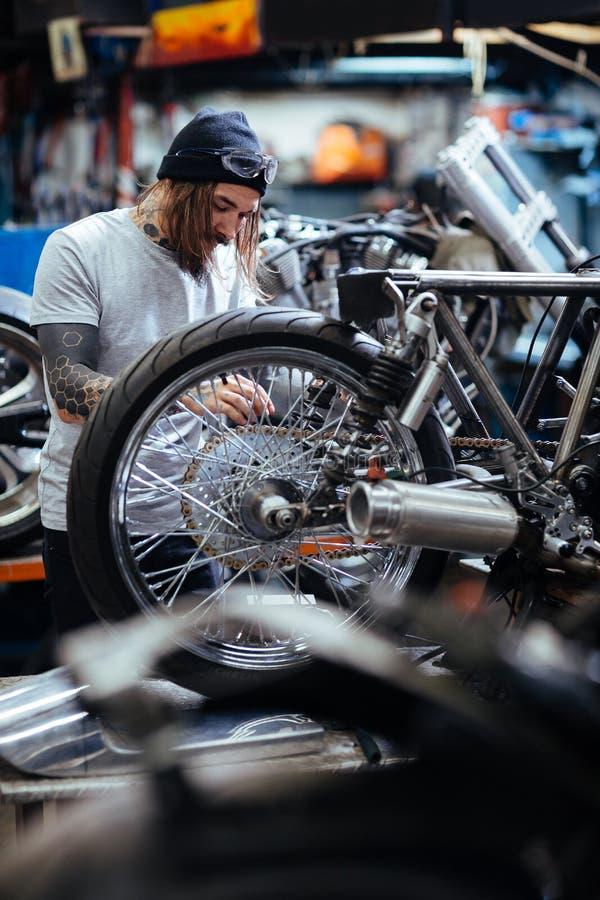 Douane-fiets reparatie stock afbeelding