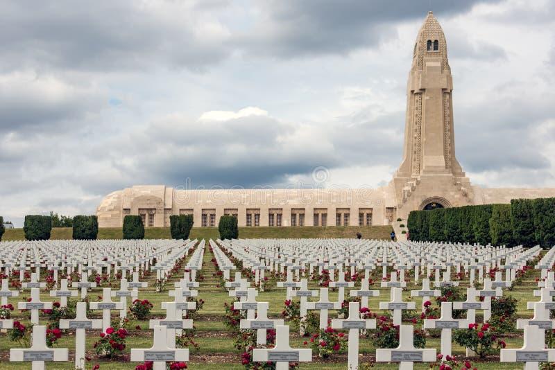 Douaumontossuarium en WW1 begraafplaats Verdun, Frankrijk stock fotografie