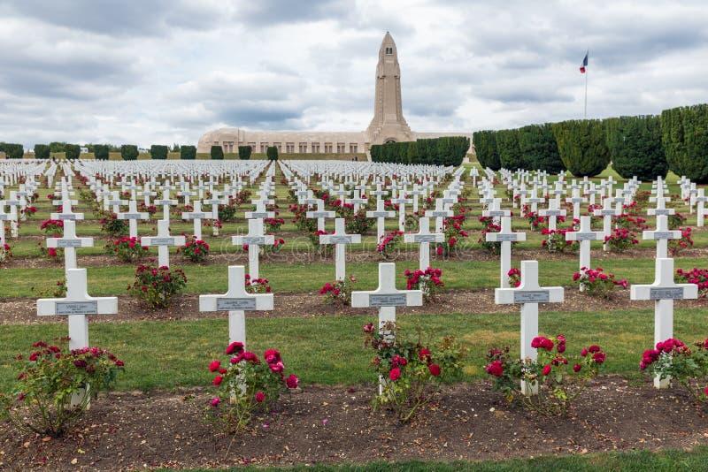 Douaumontossuarium en WW1 begraafplaats Verdun, Frankrijk royalty-vrije stock afbeelding