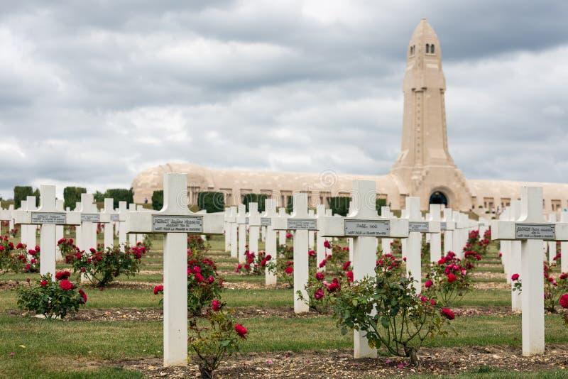 Douaumontossuarium en WW1 begraafplaats Verdun, Frankrijk royalty-vrije stock afbeeldingen