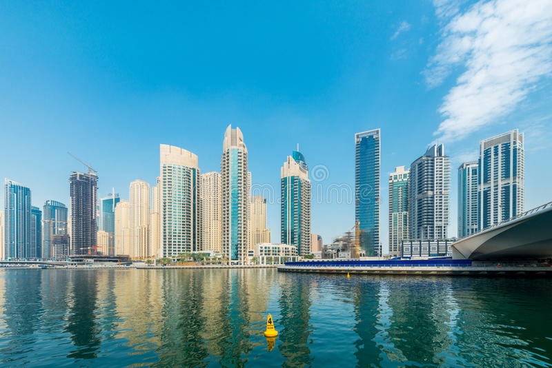 Doubai - AUGUSTUS 9, 2014: De Jachthavendistrict van Doubai  royalty-vrije stock afbeelding