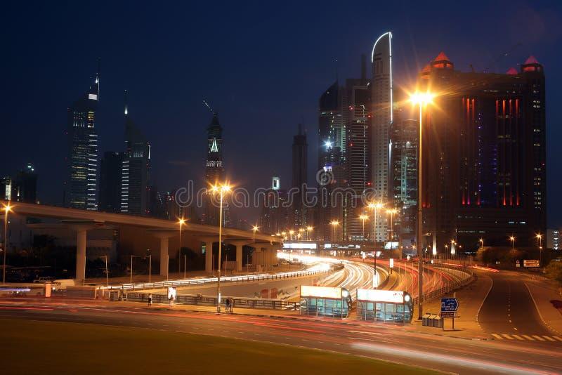 Doubai bij nacht stock foto