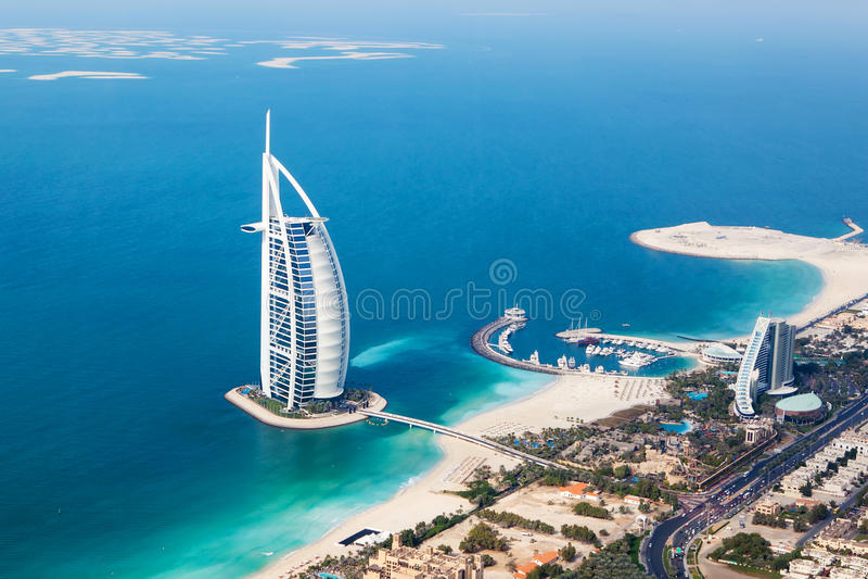 Doubai, de V Burj Al Arab van helikoptermening royalty-vrije stock fotografie