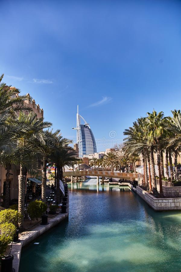 DOUBAI, de V.A.E - 21 Maart, 2019: al Arabier van hotelburj stock afbeelding