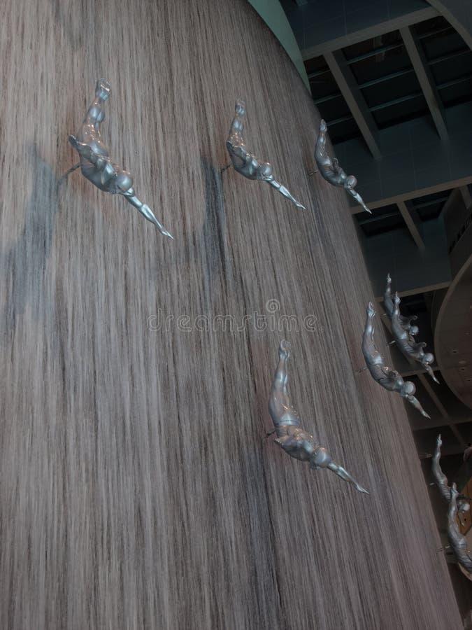 Doubai, de V.A.E - 02 Maart, 2017: Waterval in de Wandelgalerij van Doubai, het grootste winkelcomplex van de wereld in de wereld royalty-vrije stock afbeeldingen