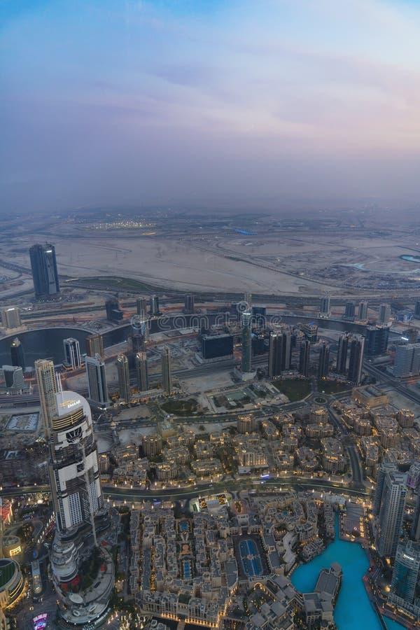 Doubai, een rijke stad op de woestijn stock fotografie