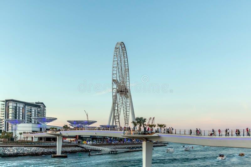 Doubai, Verenigde Arabische Emiraten - 20 Maart, 2019: Bluewaterseiland met reusachtig metaalpaddestoelenstructuur en Reuzenrad o stock afbeelding