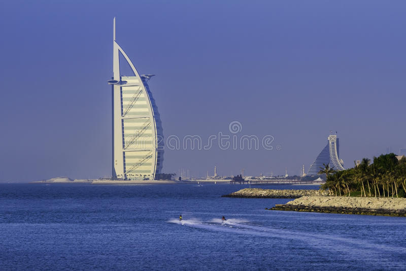 DOUBAI, VERENIGDE ARABISCHE EMIRATEN - 2 OKTOBER 2012: Burj Al Arab stock afbeeldingen