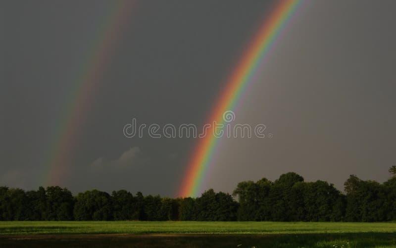 Download Double arc-en-ciel image stock. Image du foncé, en, noé - 727033